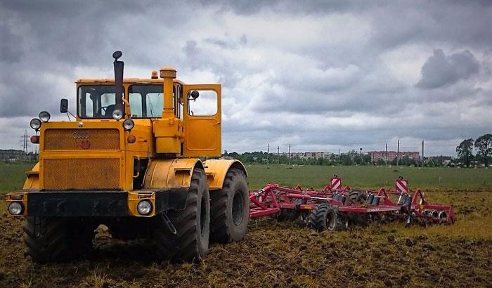 Трактор К-701 в работе
