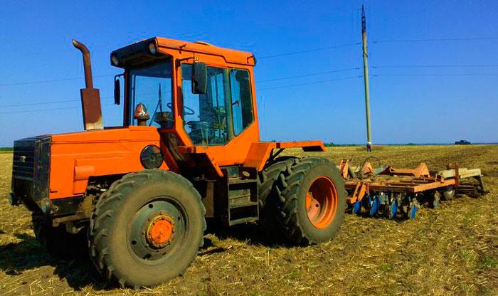 ЛТЗ-155 в поле