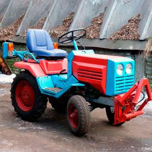 Трактор КМЗ-012